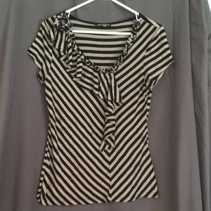 Cable & Guage V neck top